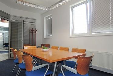 Pronájem kanceláře 17 m2 v komerční budově, Vídeňská