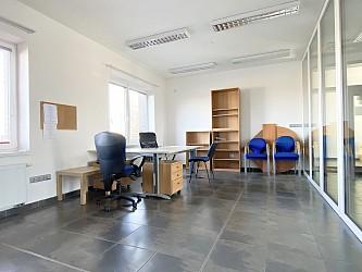 Sklady, kanceláře, parkování a kompletní servis